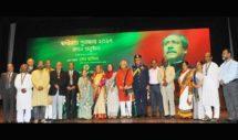 স্বাধীনতা পুরস্কার-২০১৭ বিতরণ করলেন প্রধানমন্ত্রী