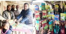 আমতৈল সরকারি প্রাথমিক বিদ্যালয়ে শিক্ষার্থীদের মাঝে নতুন বই বিতরণ